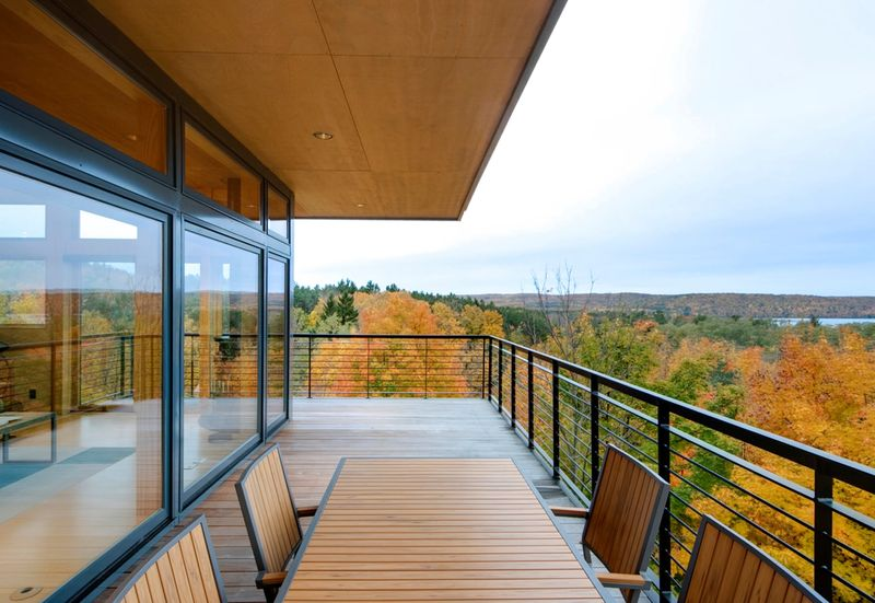 balcon terrasse grande baie vitr e tower house par wickline architects michigan usa. Black Bedroom Furniture Sets. Home Design Ideas