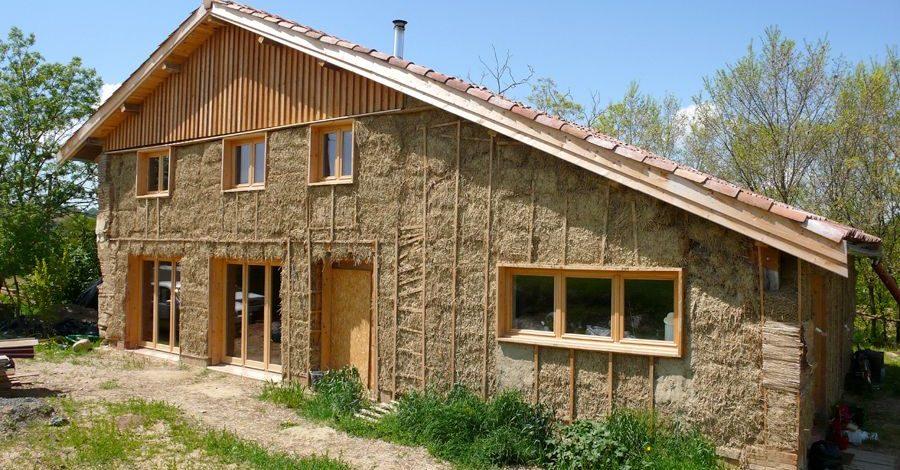 https://www.build-green.fr/wp-content/uploads/2017/04/maison-isol%C3%A9e-en-paille-e1544915329478.jpg