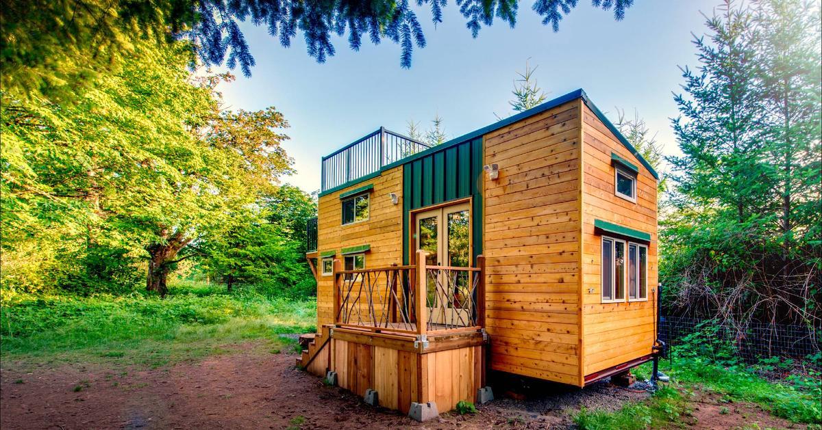 Basecamp tiny house par backcountry tiny homes usa for Tiny house photo gallery