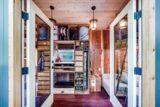 chambre basse - Basecamp tiny house par Backcountry Tiny Homes - Usa