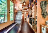 entrée et rangements - Basecamp tiny house par Backcountry Tiny Homes - Usa