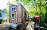 Tiny house construite à partir de matériaux recyclés