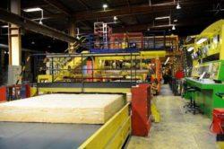 découpe de la laine de verre en usine de fabrication