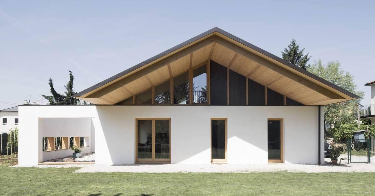 Une maison italienne architecture bioclimatique et for Maisons en paille