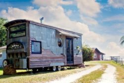 ipsy Mermaid tiny house par Robert and Rebekah Sofia - Usa