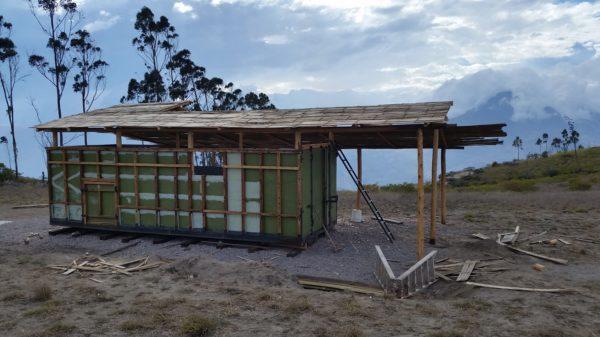 une micro maison autoconstruite pour 6 500 en equateur. Black Bedroom Furniture Sets. Home Design Ideas