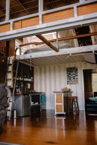 cuisine et chambre à l'étage - Kin Kin Container House - Queensland - Australie