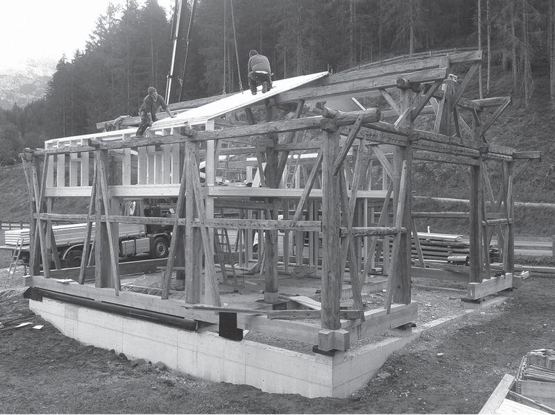 montage de la charpente - Maison Moser par architectes Madritsch et Pfurtscheller - Autriche