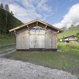 vue extérieure grange fermée - Maison Moser par architectes Madritsch et Pfurtscheller - Autriche