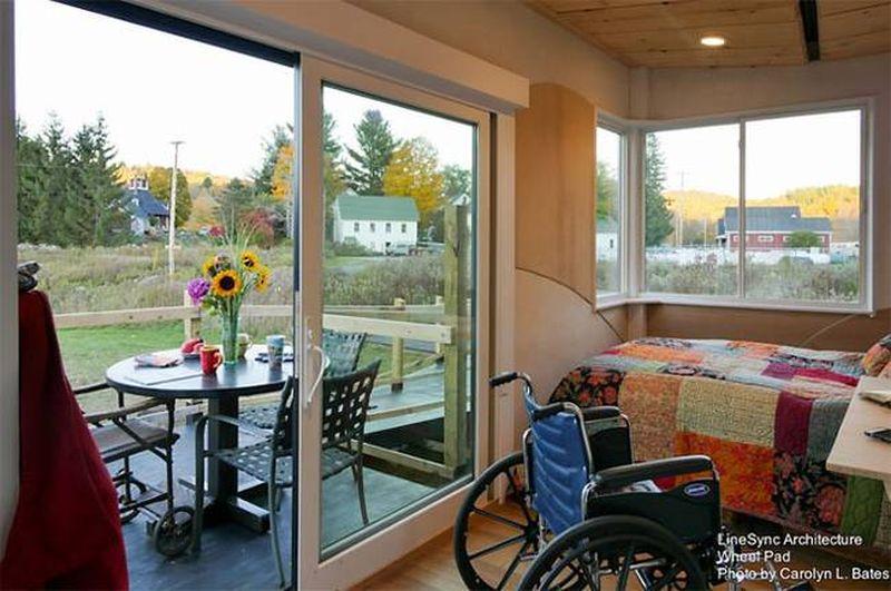 Chambre & grande porte vitrée accès terssase - Weel-Pad par LineSync Architecture - Vermont, USA