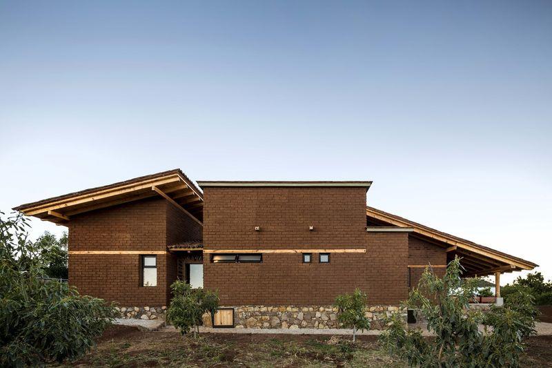 terre crue bois et mat riaux recycl s pour cette maison proche d 39 un d sert mexicain build green. Black Bedroom Furniture Sets. Home Design Ideas