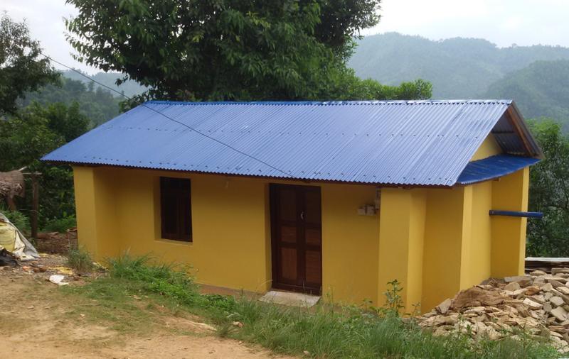 La maison earthbag pour Kamala, maison modele pour les villageois