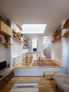 Pièce de vie - tiny-house par Fujiwaramuro-Architects - Kobe - Japon