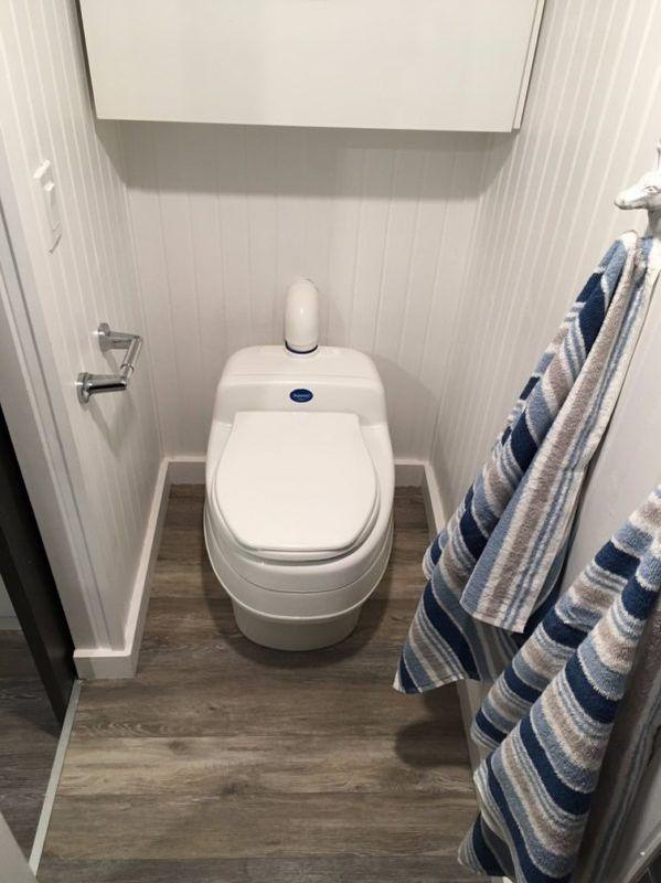 Salle de bains - tiny house la Puce par Vivre en Mini - Québec, Canada