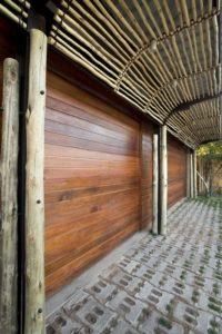 façade extérieure en bois - maison-pierres-bois par Earthworld Architects - Pretoria, Afrique du Sud