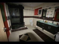 salle de bains - auto-construction maison paille Greb - Auvergne - France