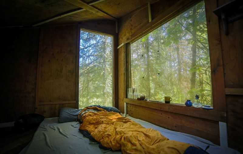 Chambre à l'étage - Forest-cabane par Jacob Witzling - Washington, USA