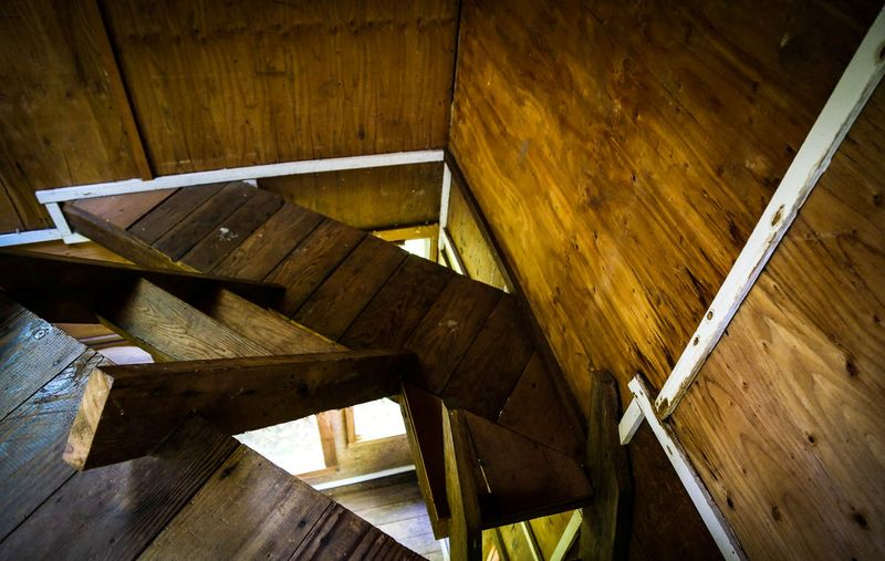 Escalier accès étage - Forest-cabane par Jacob Witzling - Washington, USA