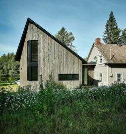 Facade principale-Les soeurs par Anik Péloquin architecte - La Malbaie - Canada