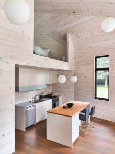 Espace ilot central de cuisine avec deco Les soeurs par Anik Péloquin architecte - La Malbaie - Canada