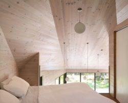 chambre et ouverture vitree Les soeurs par Anik Péloquin architecte - La Malbaie - Canada