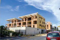 Montage mur et charpente - Mascobado par Architecture & Environnement - Montpellier, France