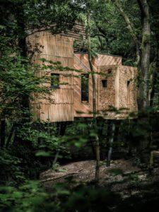 Poutres maison arbre - Woodman-Treehouse par Mallinson-BEaM-studio - Angleterre