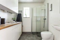 Salle de bains - Solar-powered house par Eklund Stockholm - Goteborg, Suede