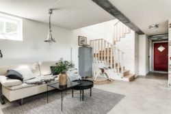 Salon et escalier - Solar-powered house par Eklund Stockholm - Goteborg, Suede