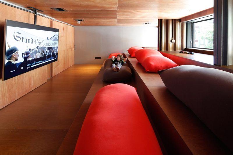 Salon et grand écran TV - Carroll-House par studio-Lot-Ek - Brookyln, USA