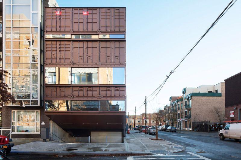 façade principale containers empilés - Carroll-House par studio-Lot-Ek - Brookyln, USA