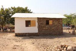 gauche-partie en terre battue et droite-partie en pierres - Babus-house par C-re-a.i.d - Kilimandjaro, Tanzanie