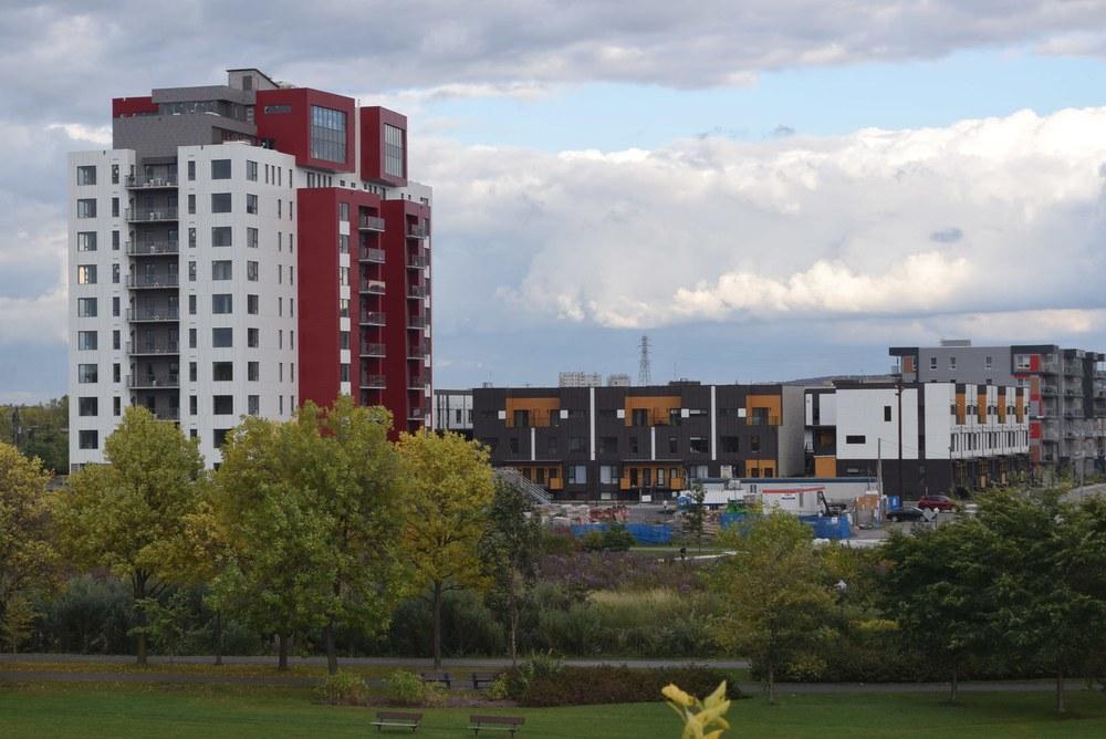 La Tour de condos Origine dans l'écoquartier de la Pointe-aux-Lièvres, à Québec, Canada