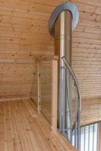 Balcon et escalier elliptique - Pyramid-House par VOID-Architecture - Sysma, Finlande © Timo Laaksonen