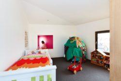 Chambre enfant et espace jeu - Hemp House par Steffen Welsch - Melbourne, Australie © Rhiannon Slatter