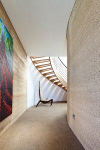 Couloir et mur en béton chanvre - Hemp House par Steffen Welsch - Melbourne, Australie © Rhiannon Slatter