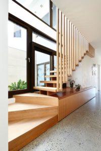 Escalier bois accès étage - Hemp House par Steffen Welsch - Melbourne, Australie © Rhiannon Slatter