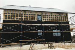 Finition façade extérieure - Springhouse par Sarah Cobb - William Murray - Abercorn, Quebec