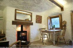 Mini salle séjour avec petite fenêtre vitrée - the Rockhouse par Angelo Mastropietro - Worcestershire, Angleterre