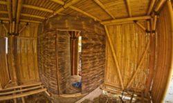 Phase de construction intérieure en bambou - Hideout par Jarmil Lhotak - Alena Fibichova - Bali, Indonesie © Fibichova
