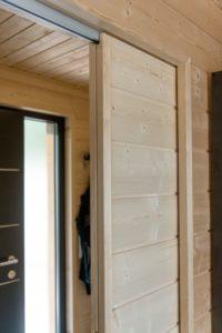 Porte bois coulissante - Pyramid-House par VOID-Architecture - Sysma, Finlande © Timo Laaksonen