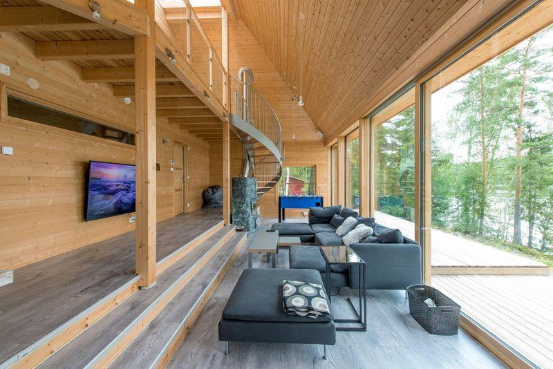 Salon et grande baie vitrée - Pyramid-House par VOID-Architecture - Sysma, Finlande © Timo Laaksonen