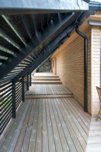 terrasse balcon - Pyramid-House par VOID-Architecture - Sysma, Finlande © Timo Laaksonen