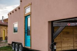 Adobe Style Tiny House par Mitchcraft Tiny Homes - Usa