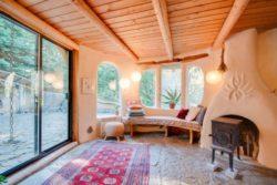salon - Cob cottage par Cobworks - Canada