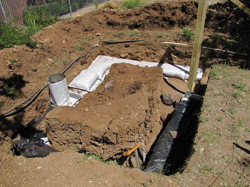 construire une cave de stockage d 39 eau en earthbag et pierres build green. Black Bedroom Furniture Sets. Home Design Ideas