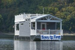 Harbor Cottage Tiny Houseboat - Usa