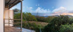 Balcon et vue panoramique paysage - Franceschi-Container par DAO, Re Arquitectura - Santa Ana, Costa Rica © Adam Baker