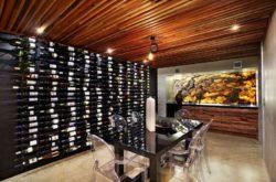 Cave au sous sol avec étagères à vins - Church-Built par Bagnato Architects - Melbourne, Australie © Axiom