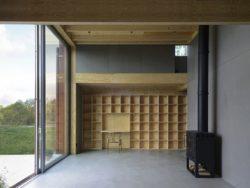 Cheminée et grande ouverture vitrée coulissante - House-Drummer par Bornstein Lyckefors - Karna, Suede © Mikael Olsson